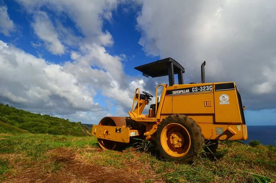 transporting caterpillar equipment transporting caterpillar equipment